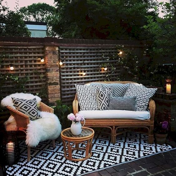 Patio Decor Ideas: Decorative Earthy Decor