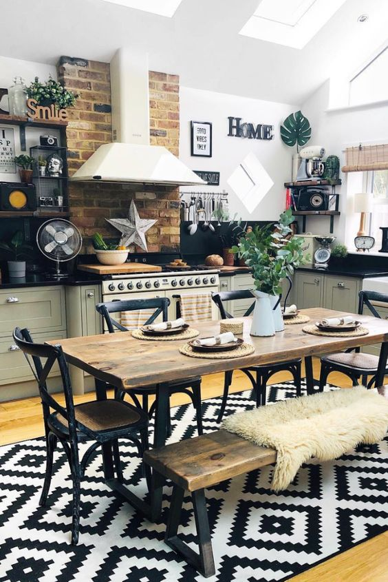 Rustic Dining Rooms: Catchy Festive Decor