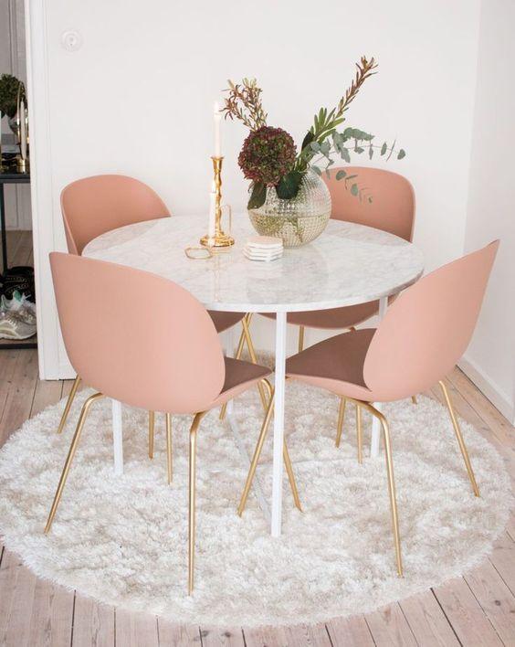 Small Dining Room: Gorgeous Feminine Decor
