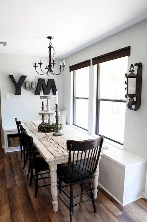 Narrow Dining Room: Elegant Vintage Decor