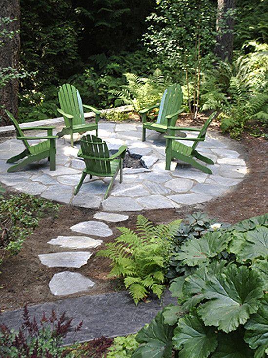 Stone Patio Ideas: Catchy Round Patio
