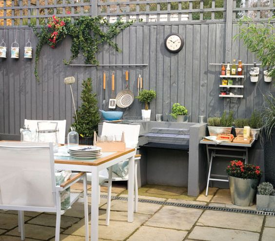 Vertical Backyard Ideas: Chic Grey Fence