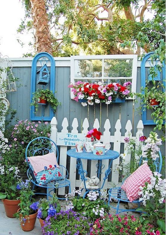 Vertical Backyard Ideas: Catchy Decorative Fence