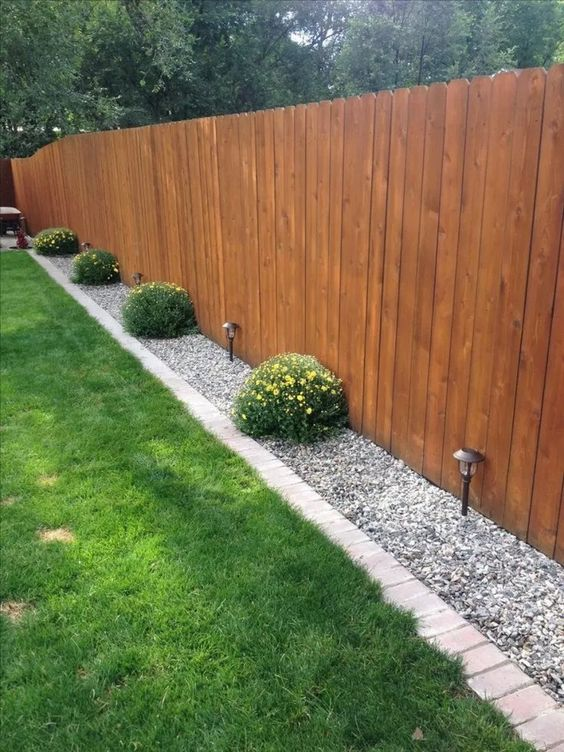 Vertical Backyard Ideas: Simple Earthy Fence
