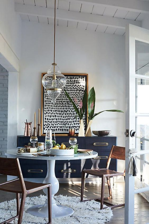 White Dining Room: Elegant Nautical Decor