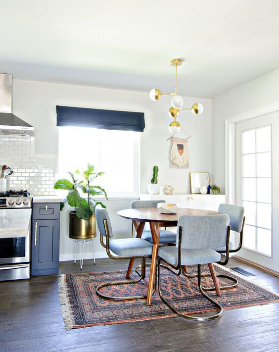 White Dining Room: Catchy Eclectic Decor