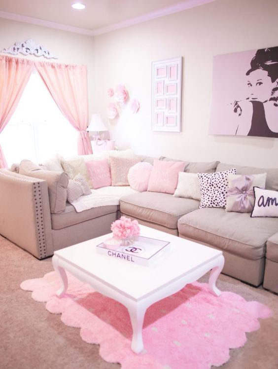 Pink Living Room: Catchy Festive Decor