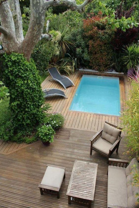 Backyard Swimming Pool: Cozy Beautiful Deck