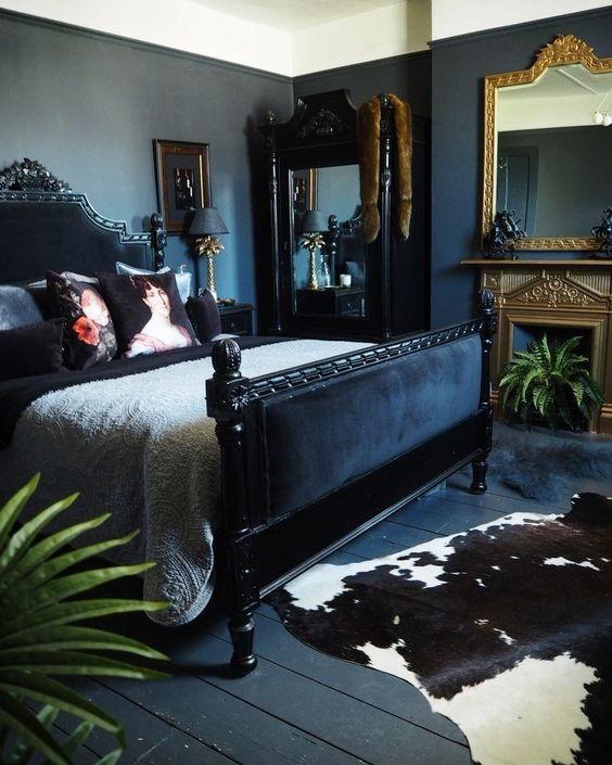 Black Bedrooms Decor: Gorgeous Vintage Decor
