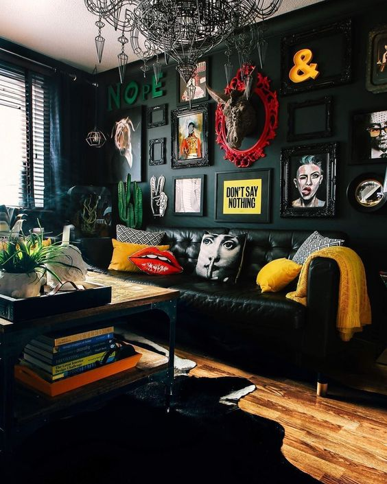 Black Living Rooms: Unique Festive Decor