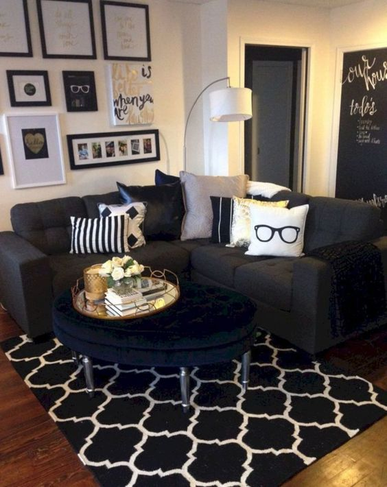 Black Living Rooms: Simple Catchy Decor