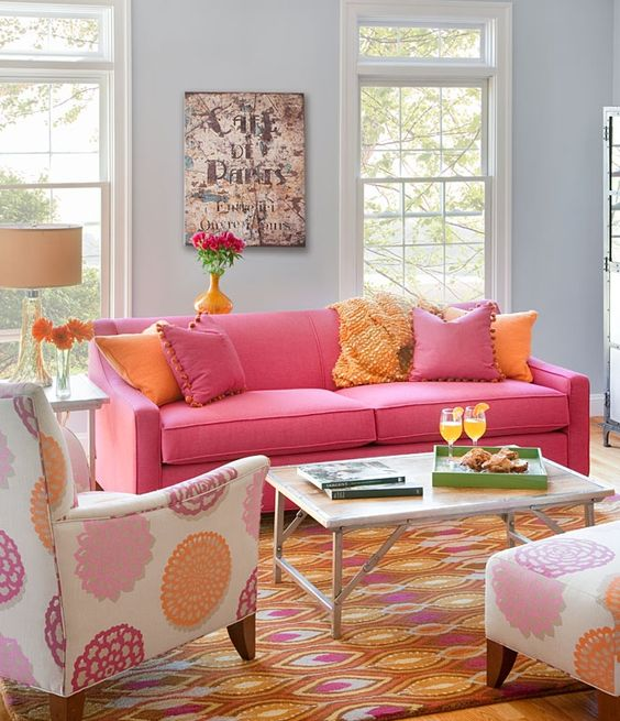 Bright Living Room: Catchy Colorful Decor