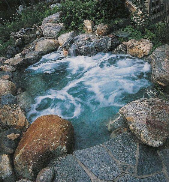 Natural Hot Tub: Stunning Rocky Design