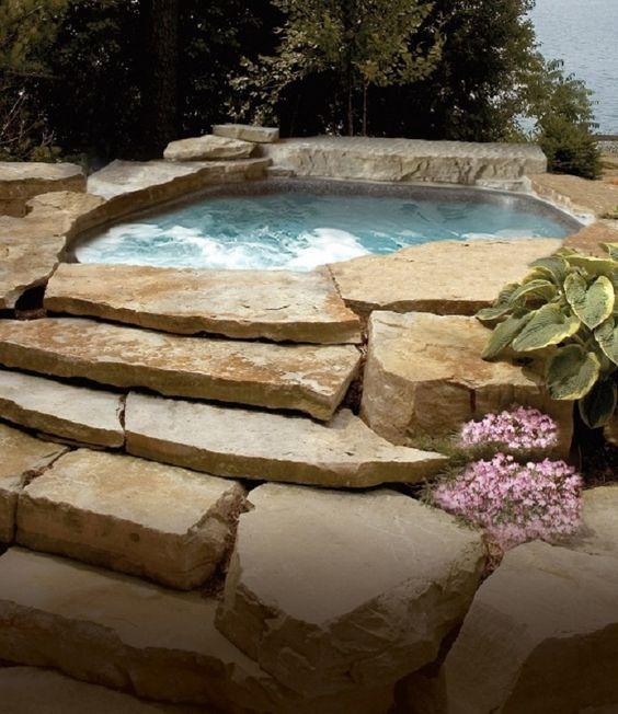 Natural Hot Tub: Beautiful Simple Decor