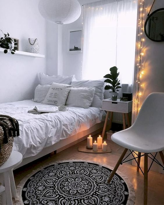 Simple Bedroom Ideas: Catchy All-White Nuance