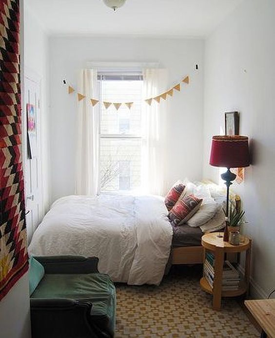 Simple Bedroom Ideas: Simple Catchy Decor