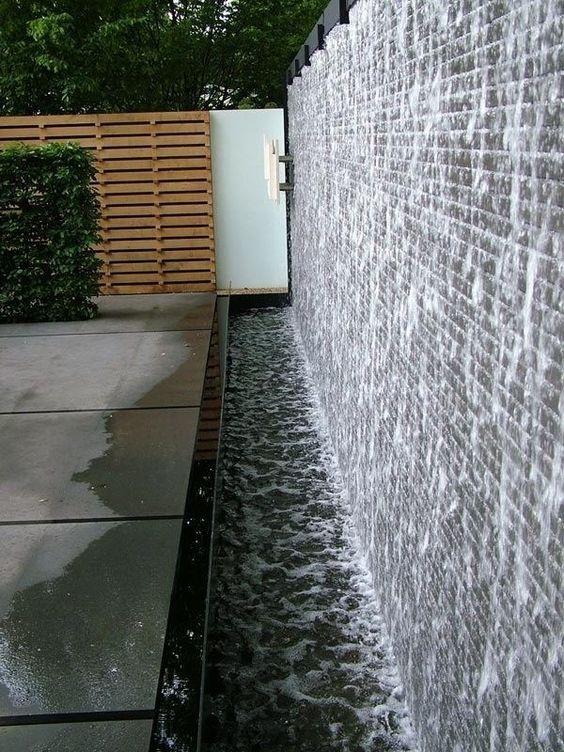 Backyard Water Feature: Elegant Water Wall