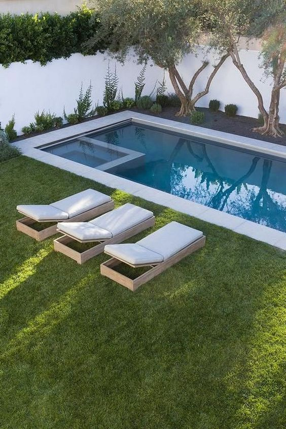 Modern Swimming Pool: Chic Sleek Design