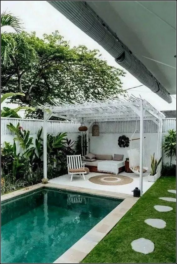 Modern Swimming Pool: Cozy Catchy Design