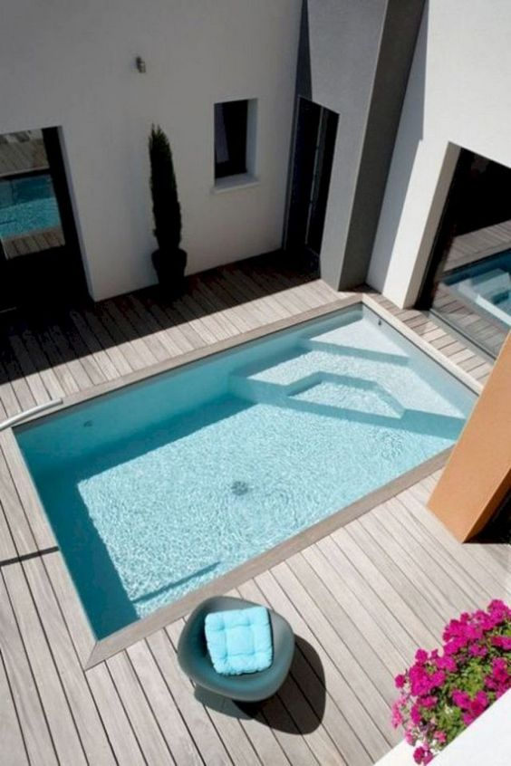 Modern Swimming Pool: Sleek Minimalist Design