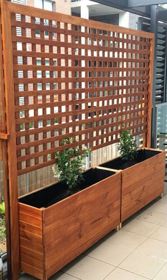 Patio Privacy Ideas: Lattice Screen with Bed