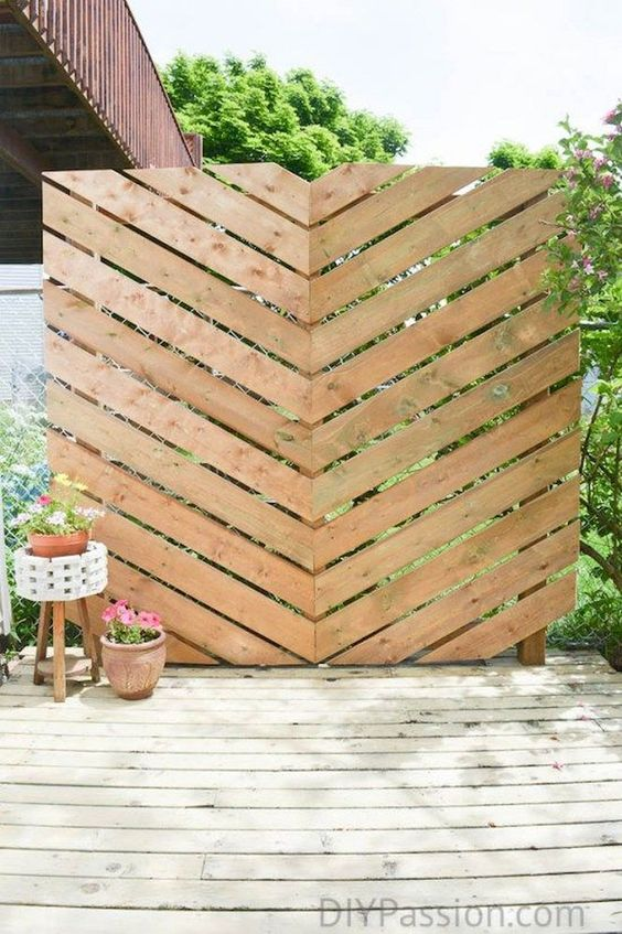 Patio Privacy Ideas: Catchy Rustic Screen