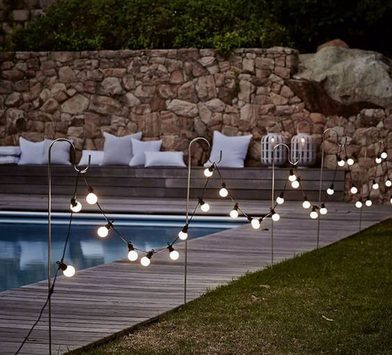 Swimming Pool Decorations: Chic Sparkling Fence