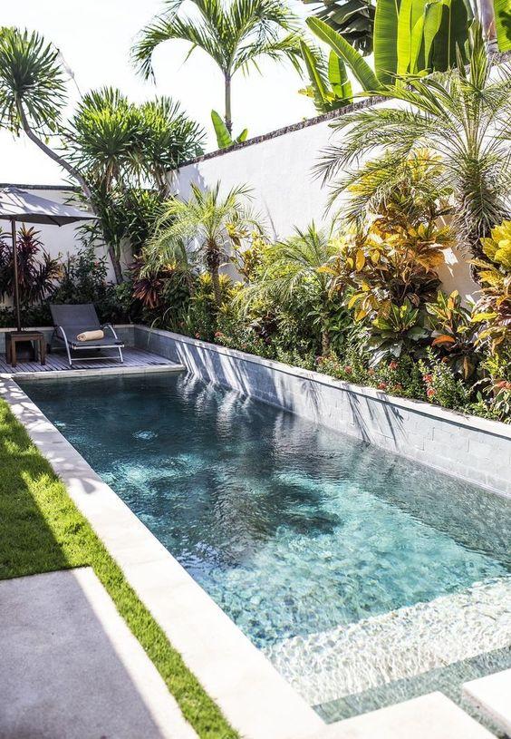Swimming Pool Decorations: Beautiful Natural Decor