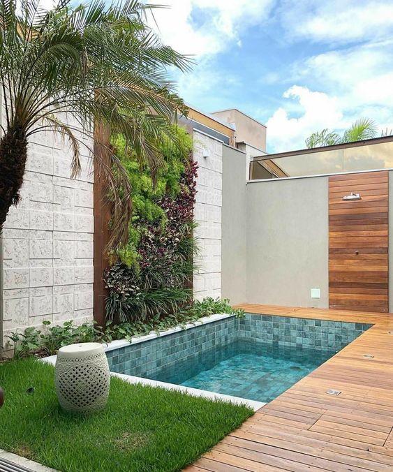 Swimming Pool Decorations: Stunning Vertical Garden
