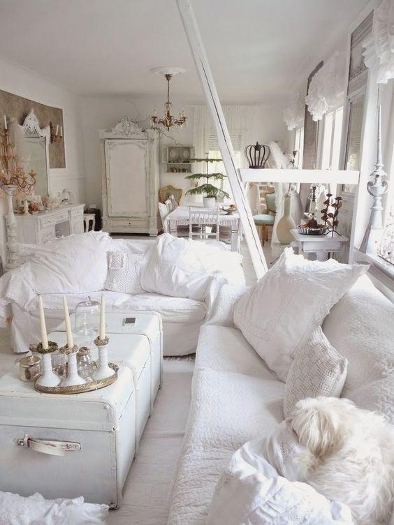Shabby Chic Living Room: Stunning All-White Decor
