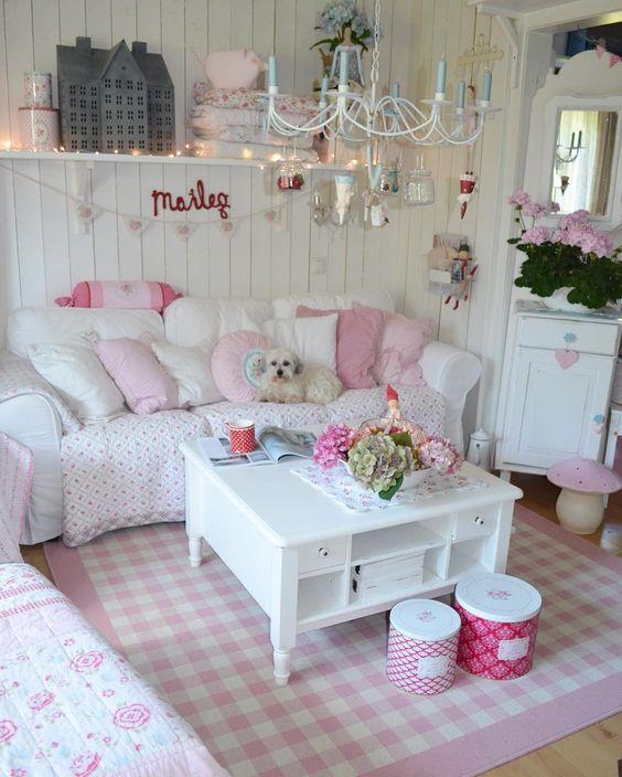 Shabby Chic Living Room: Festive Girly Decor