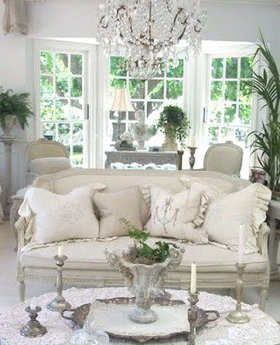 Shabby Chic Living Room: Simple Glamour Decor