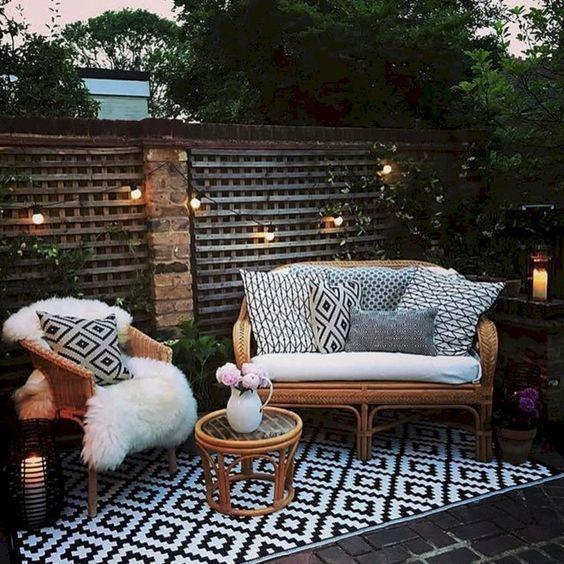Small Backyard Ideas: Catchy Rustic Decor