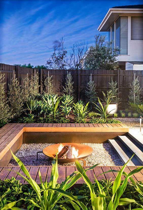 Small Backyard Ideas: Elegant Earthy Decor