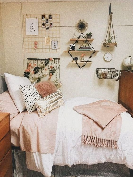 Bedroom Decoration Ideas: Chic Wall Arts