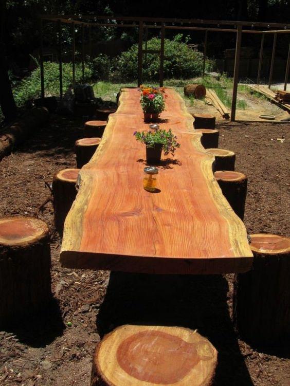 Backyard Dining Ideas: Beautiful Log Design