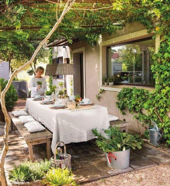 Backyard Dining Ideas 21