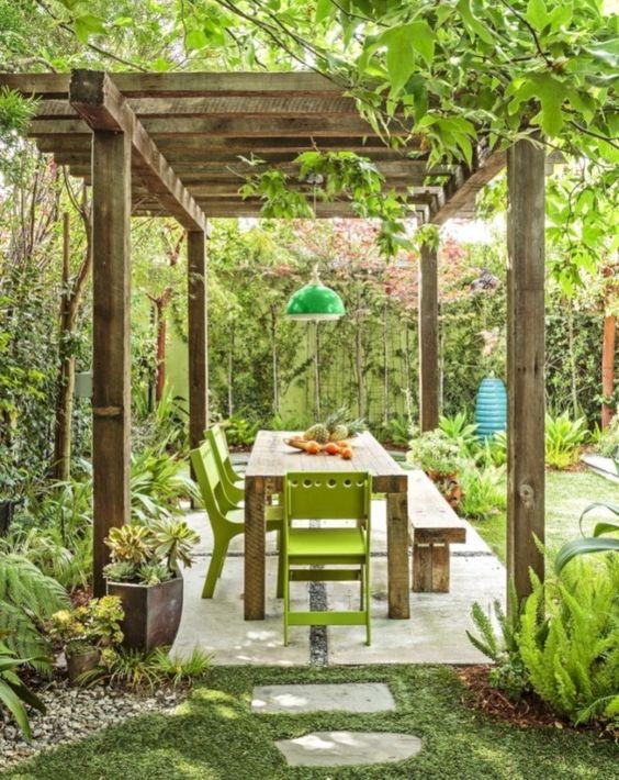 Backyard Dining Ideas: Chic Earthy Design