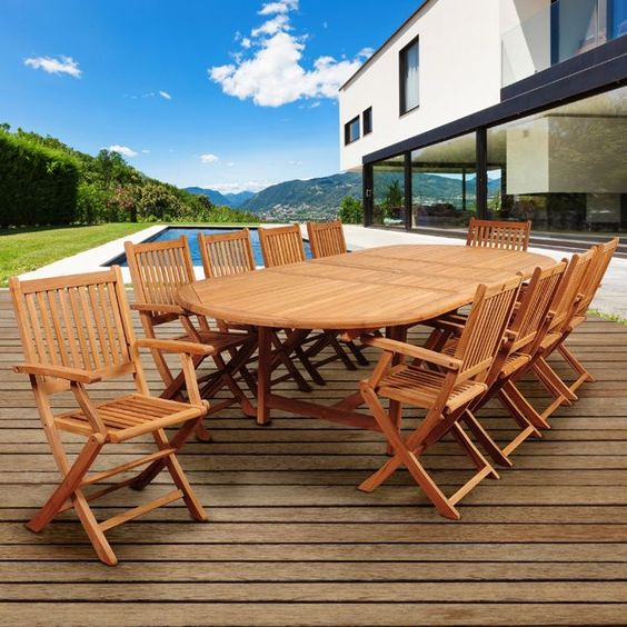 Backyard Dining Ideas: Beautiful All-Wood Design