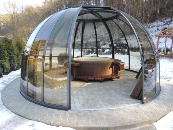 Luxury Hot Tub: Transparent Glass Dome