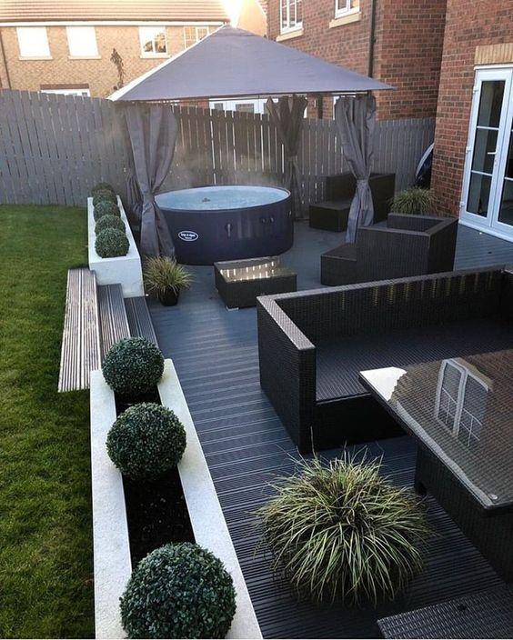 Backyard Design Ideas: Joyful Minimalist Deck