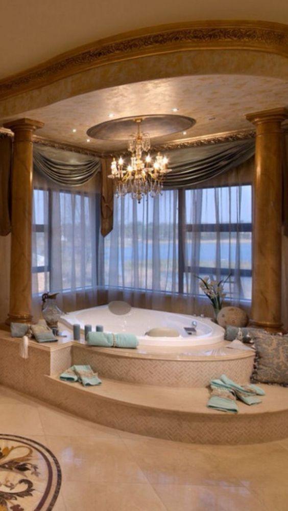 Hot Tub Bathroom: Mesmerizing Classic Decor