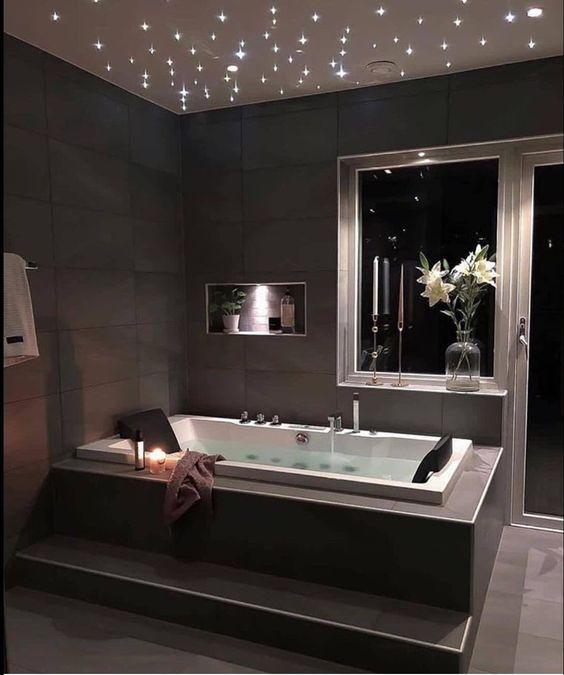 Hot Tub Bathroom: Elegant Modern Decor