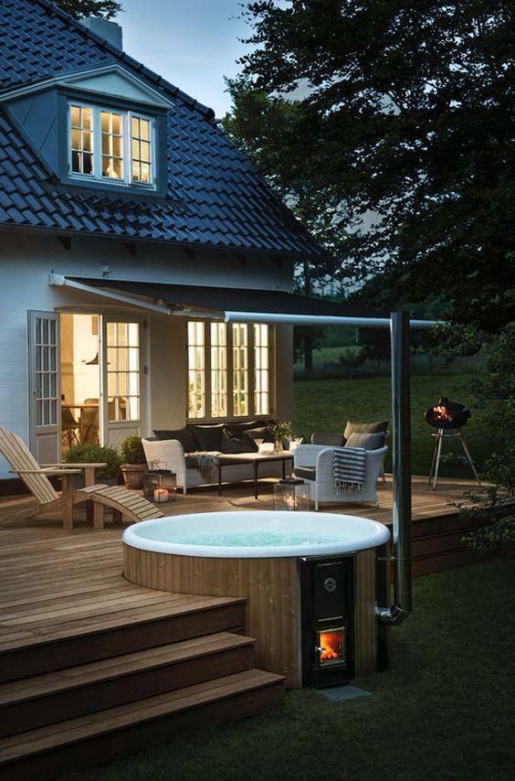 Hot Tub Outdoor: Cozy Earthy Space