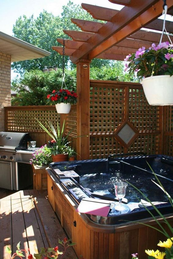 Hot Tub Outdoor: Private Catchy Decor