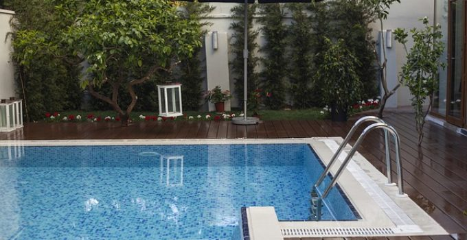 Selling a House with a Pool: 5 Tips to Make It Feel Like a Luxury Amenity