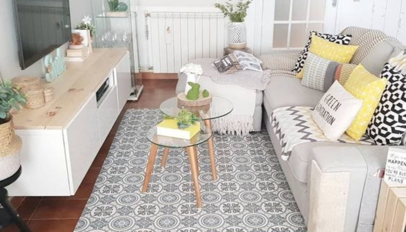 How to Place a Rug In a Living Room 3
