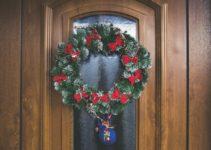 Christmas Door Decoration Idea