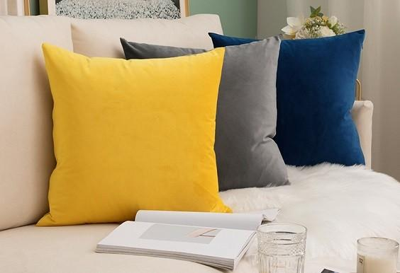 How to Decorate with Throw Pillows 1